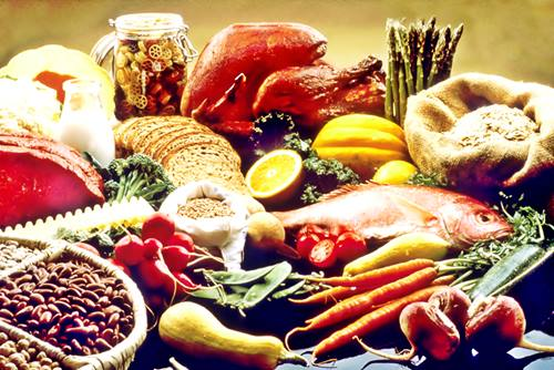 different types of foods:pasta, legumes, fish, beef, veggies make up your healthy balanced diet